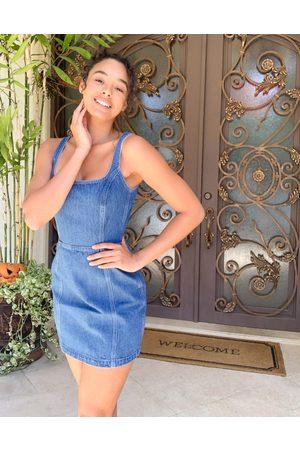 ASOS Förklädesklänning i jeanstyg med fyrkantig ringning