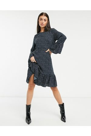 Y.A.S . – Jamila – Småmönstrad midiklänning med utsvängd ärm