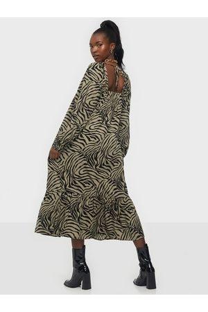 Vero Moda Vmlisa Graffic 7/8 Tie Dress FD20 Maxiklänningar