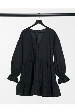 ASOS – avslappnad, panelsydd miniklänning i bomullspoplin med smock, omlottdesign och långa ärmar
