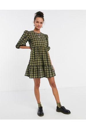 New Look – Grönrutig smockklänning i minidesign