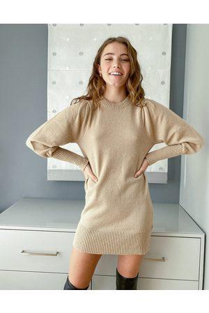 Miss Selfridge – Kamelfärgad stickad miniklänning med puffärmar