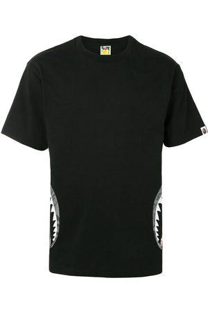 A BATHING APE® Camo Side Shark kortärmad t-shirt
