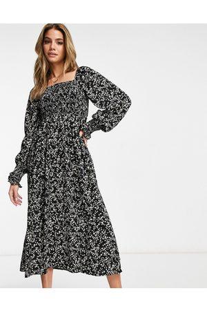Missguided – småblommig midiklänning med långa ärmar och smockad byst