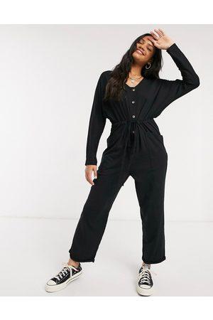 ASOS – mysig jumpsuit i jersey med lång ärm, knappar framtill och knytning i midjan