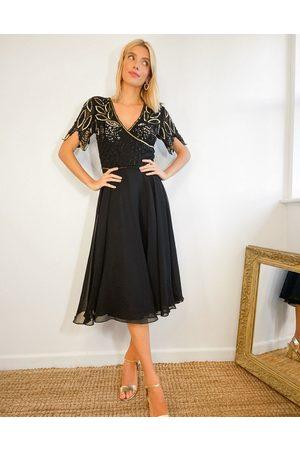 Virgos Utsmyckad midiklänning med plisserad kjol och omlottdesign