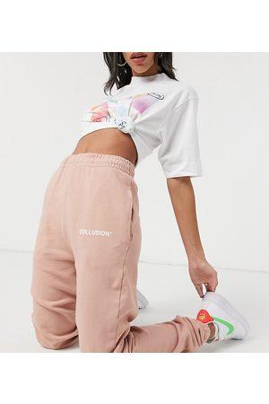 COLLUSION – Ljusrosa mjukisbyxor i oversize, del av set