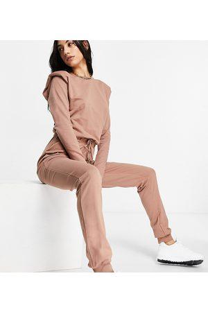 ASOS ASOS DESIGN Tall – långärmad jumpsuit med axelvaddar och mjukisbyxor