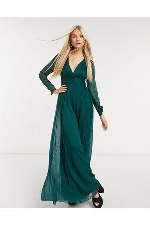 ASOS – Brudtärna – Långärmad maxiklänning med ryschad midja och plisserad kjol