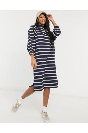 Monki Monie Mia – randig tröjklänning i midimodell