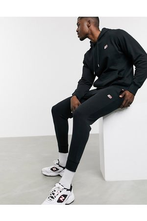 New Balance – Svarta mjukisbyxor med liten logga