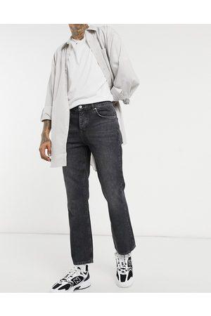 ASOS – Svarttvättade jeans i bootcut-design