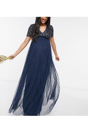 Maya – Brudtärna – Mammakläder – Mörkblå, v-ringad maxiklänning i tyll med paljetter-Marinblå