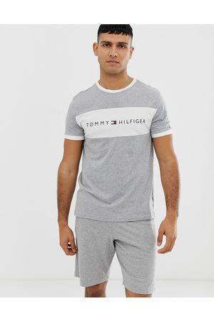 Tommy Hilfiger – mys-t-shirt med rund halsringning och kontrasterande logotyppanel på bröstet