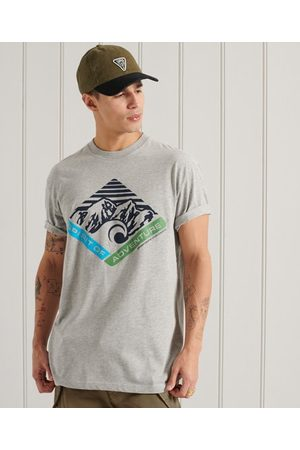 Superdry Mountain mönstrad t-tröja med avslappnad passform