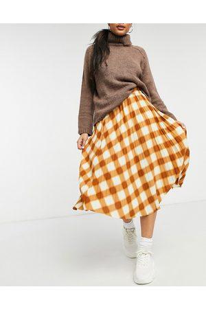 Monki – Yan – , plisserad midi-kjol med rutmönster