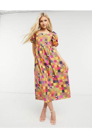 Never Fully Dressed – Smockad midiklänning med lapptäckesdesign och puffärmar-Flera färger