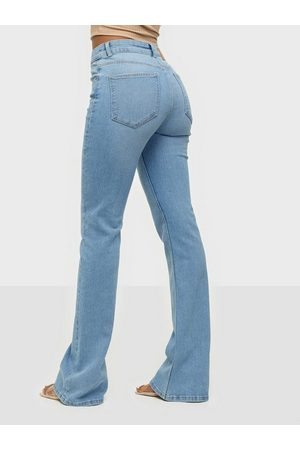 Pieces Kvinna Bootcut - Pcpeggy Flared Mw Jeans-Vi Bc Bootcut & Flare Light Blue Denim