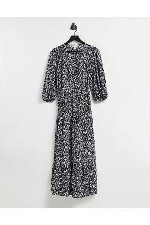 Glamorous – Vintageblommig midiklänning i omlottdesign med panelsydd kjol