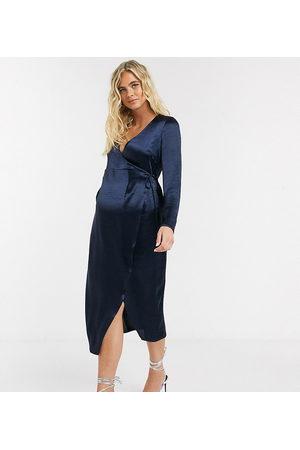 ASOS ASOS DESIGN Maternity – Marinblå midiklänning med omlott i högblank satin