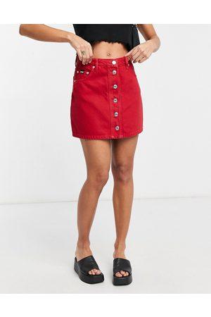 Minga London – a-linjeformad jeanskjol i minilängd med kontrasterande knappar