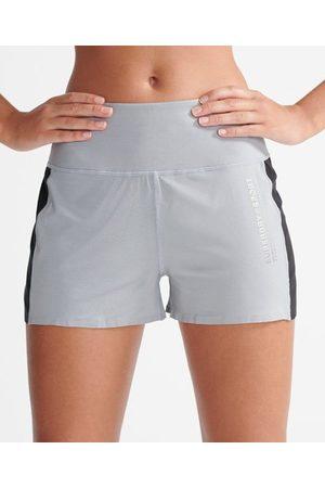 Superdry Sport Cooling shorts med lös passform
