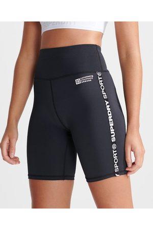 Superdry Sport Gym Tech Core tajta shorts med logotypband