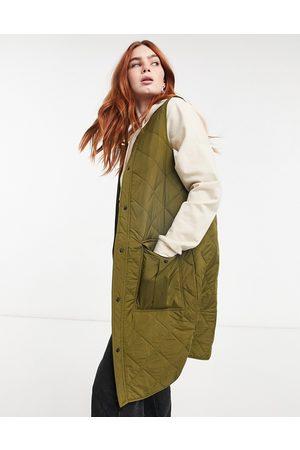 JDY – Khakigrön quiltad väst i lång modell med fickor