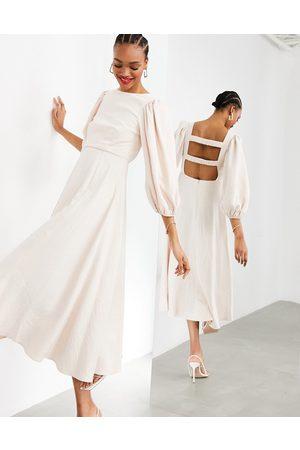 ASOS EDITION – Beige midiklänning med vidd i kjolen och ryschade band baktill-Pink