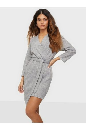 Parisian Asymmetric Knitted Dress With Belt Klänning Grey