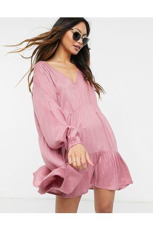 Esmée Esmee – Dimrosa miniklänning med långa ärmar och kjol med volang-Pink