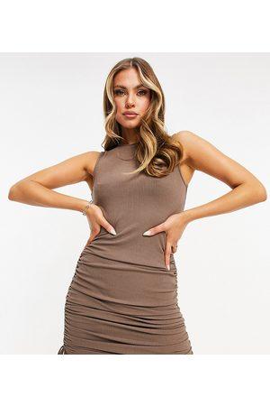 Catch – ribbad miniklänning med rynkad sida