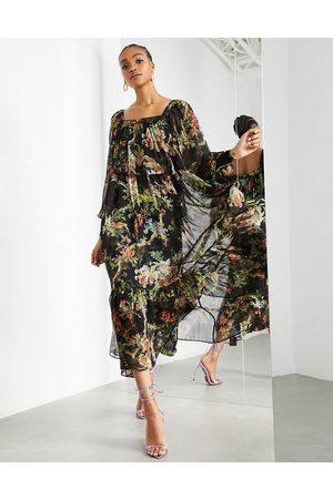 ASOS – Oversized maxiklänning med skogstryck och fyrkantig halsringning