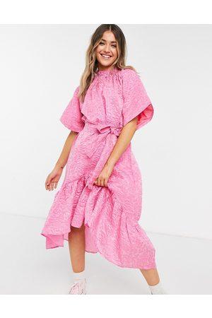 Forever U – jacquardvävd midiklänning med knytdetalj-Pink