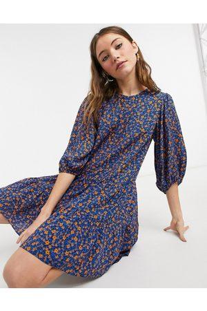 New Look – Blåblommig smockklänning med dubbla lager i minidesign