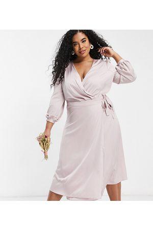 TFNC – Brudtärnor – Minkgrå midiklänning i satin med långa ärmar och omlottdesign framtill-Pink
