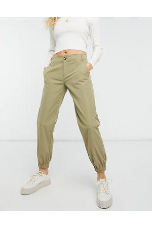 Only – Gröna byxor med raka ben och knapp framtill
