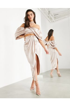 ASOS – midikjol i satin med drapering och slits-Pink