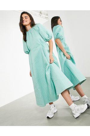 ASOS – Salviagrön kviltad midiklänning