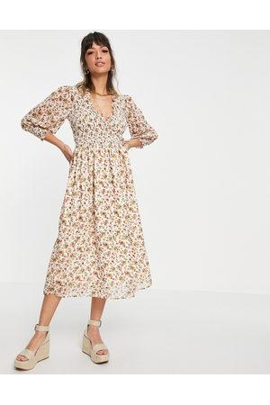 ASOS Kvinna Festklänningar - – Gräddvit blommig midiklänning med smockade manschetter-Flerfärgade