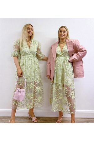 Labelrail – x Olivia & Alice – Grön midaxiklänning med blommigt broderi