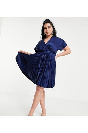 Closet Closet London – Marinblå plisserad midi-skaterklänning i omlottdesign