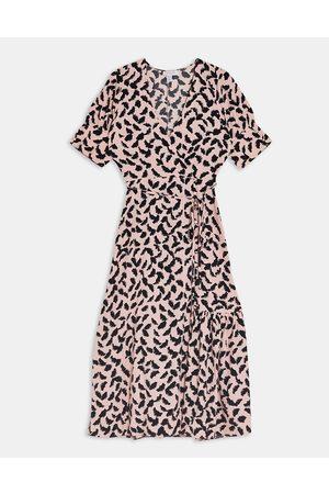 Topshop – midiklänning i omlottdesign med knäppning-Pink