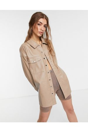 In The Style X Olivia Bowen – Stenfärgad skjortjacka av PU i oversize