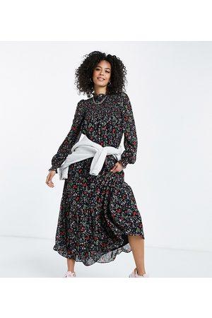 ASOS ASOS DESIGN Tall – Botaniskt blommönstrad maxiklänning med smockat liv-Flera färger
