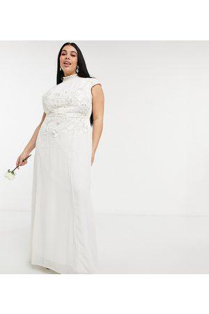 HOPE & IVY – För bruden – Elfenbensvit maxiklänning med nyckelhålsöppning och blommigt broderi med pärlor