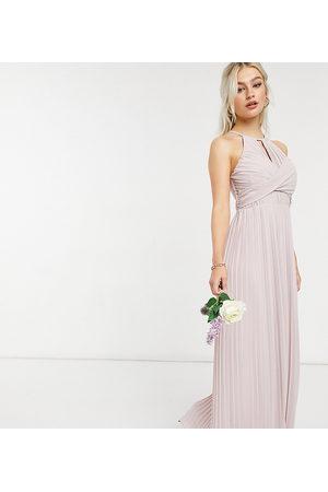 TFNC – Brudtärnor – Grå plisserad maxiklänning med omlottdesign-Pink