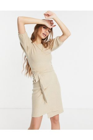 Style Cheat Kvinna Festklänningar - – Kamelbrun stickad miniklänning med puffärmar och knytning i midjan