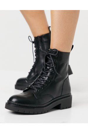 Schuh – Andy – Svarta platta boots med snörning