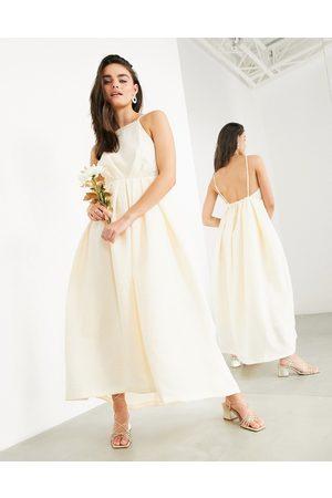 ASOS – Clementine – Bröllopsklänning med halterneck, låg rygg och plissering-Pink